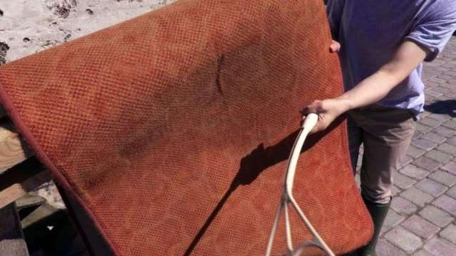 BEATING AND VACUUMING THE RUG BACK - Rugscarpetskelims
